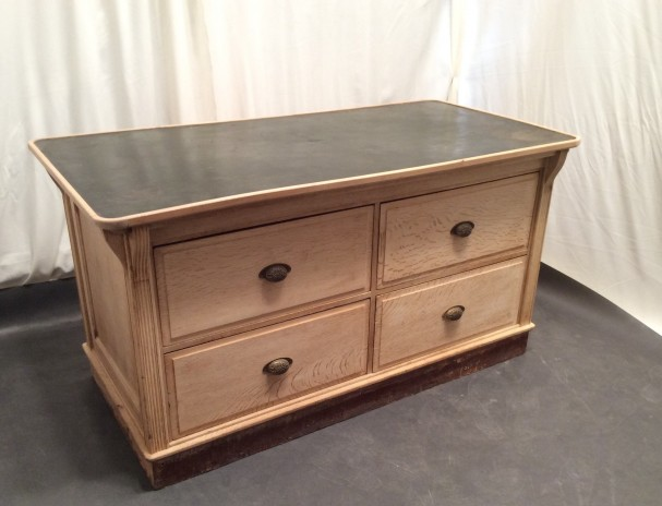 Tailor's chest of drawers