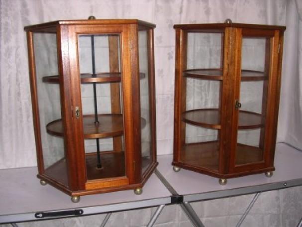 Paire of vitrines