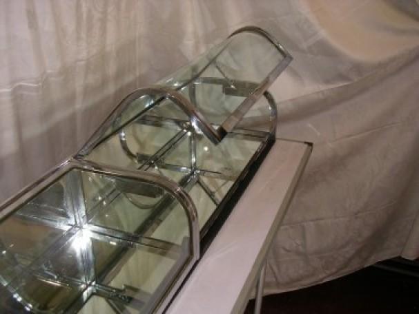 Triple flat chrome vitrine, curved glass