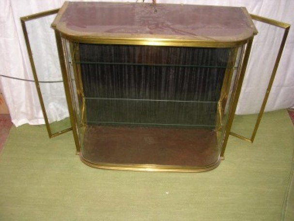 Front curved glass display case